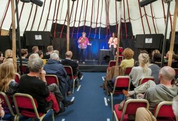 "Antonella Sorace and Susan Morrison at the ""Breed Bilingual"" Edinburgh fringe show"
